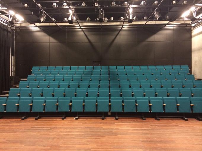 Theater-Wild-West3_682x512